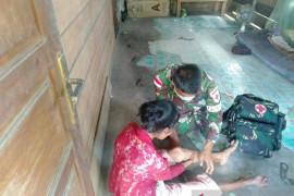 Satgas TNI bantu warga kecelakaan lalu lintas di perbatasan