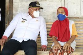 Bupati Lampung Selatan bantu bedah rumah tiga warga Natar