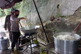 Polda Lampung-PSMTI bagikan 600 nasi kotak kepada warga terdampak