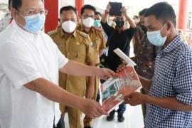 Ketua Komisi IV DPR RI serahkan bantuan P2L kepada 20 KWT di Lampung Selatan