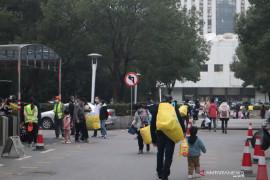 Kota Wuhan gelar tes PCR massal, masyarakat borong kebutuhan pokok