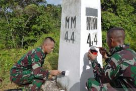 Satgas Yonif 403 Mengecek Patok Perbatasan RI-PNG Page 1 Small