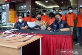 Polres Jakarta Selatan memberikan ultimatum kepada warga Mampang untuk tidak melawan