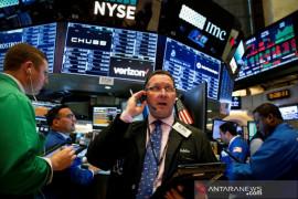 Wall Street bervariasi, Nasdaq ditutup di rekor tertinggi