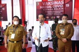 Presiden RI Jokowi tinjau pelaksanaan vaksinasi pelajar di Pesawaran Page 2 Small