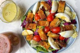 Padu padan crispy chicken salad dan smoothies sehat ala Lily Minarosa