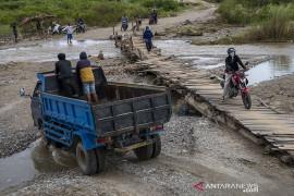Jembatan Darurat Swadaya Masyarakat di Jono Oge Page 2 Small