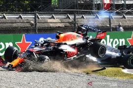 """Verstappen sindir tajam komentar """"di bawah tekanan"""" Hamilton"""
