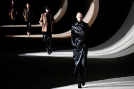 Saint Laurent kembali ke Pekan Mode Paris 2022