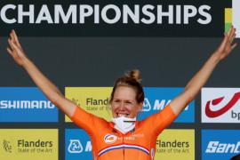 Van Dijk kalahkan peraih medali Olimpiade saat juarai time trial