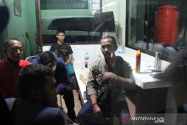 Jurnalis Dumai korban pengeroyokan oknum anggota TNI AD Page 2 Small