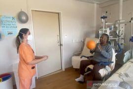 Legenda sepak bola Brasil Pele terapi fisik di Sao Paulo