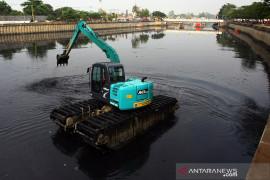 Sapu Lumpur di Sungai Mookervart untuk mengurangi dampak dari empat area