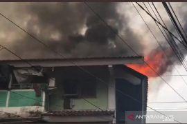 Jakarta kemarin, kebakaran di Rusun Tanah Tinggi hingga gerebek lumpur