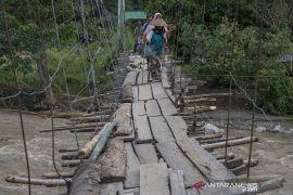 Tiga Tahun Jembatan Gantung Salua Belum Diperbaiki Page 2 Small