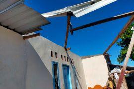 Dua rumah di Suela Lotim tersapu angin puting beliung