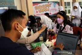 Vaksinasi pelajar di Makassar