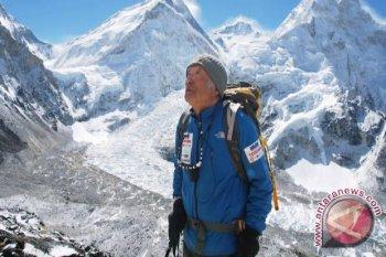 Nepal menutup jalur pendakian Gunung Everest  untuk cegah COVID-19
