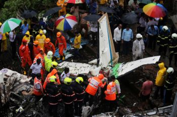 Pesawat repatriasi India kecelakaan, sedikitnya 17 orang tewas