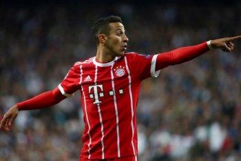 Kapten sekaligus kiper Bayern Munich Neuer berharap  Thiago Alcantara dipertahankan