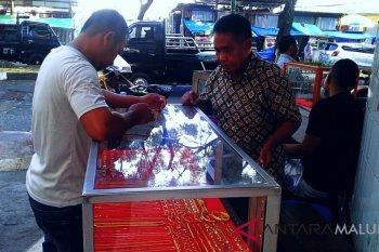 Transaksi emas pinggiran jalan di Ambon mulai ramai