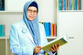 dr Uyik, Emban Misi Sosial Tolong Penderita Katarak