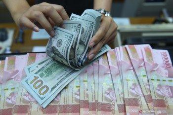 Rupiah terkoreksi pada awal pekan seiring pelemahan mata uang kawasan