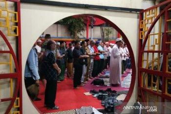 Muslim Berlin shalat Jumat di gereja patuhi aturan menjaga jarak