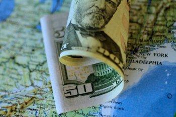 Dolar AS jatuh tertekan penguatan saham dan harapan stimulus ekonomi global