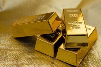 Harga emas melejit 68 dolar, setelah stimulus Fed picu kekhawatiran inflasi