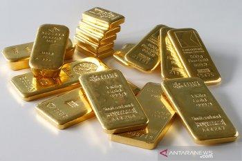 Investor buru aset aman, emas naik lagi bertengger di atas 1.800 dolar