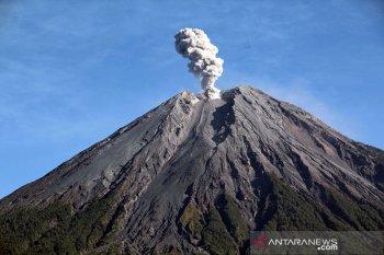 Satu orang diduga hilang saat evakuasi letusan Semeru