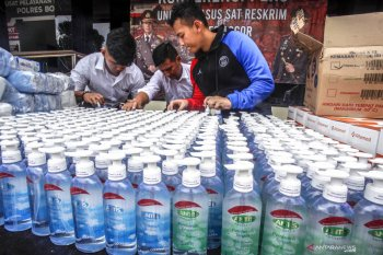 Polri tetapkan 33 tersangka penimbun masker/hand sanitizer