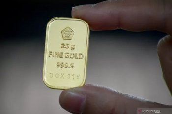 Harga emas Antam terus naik hingga Rp924.000 per gram