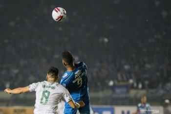 Penyerang Persib Bandung konfirmasi positif corona