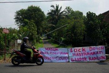 Cegah COVID-19 akses masuk kampung ditutup