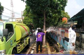 Pertamanan Pemkot Tangerang sudah kerahkan 100 mobil bantu penyemprotan disinfektan