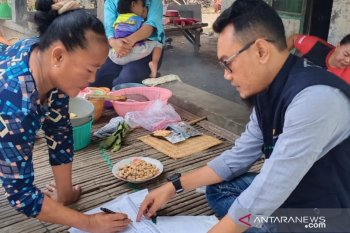 Pemkab Bekasi beri bantuan logistik warga berstatus OPD Covid-19
