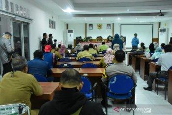 PNS Pemkab Karawang jalani rapid test