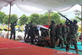 Pangdam Diponegoro pimpin pemakaman Bob Hasan
