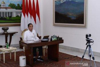 Distribusi logistik tersendat, Jokowi minta Tito tegur kepala daerah yang blokir jalan