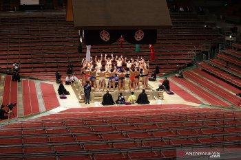 Turnamen sumo papan atas tertunda karena COVID-19