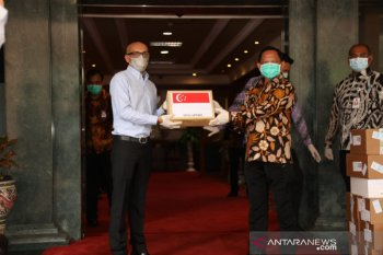 Indonesia receives 10,000 COVID-19 test kits from Singapore