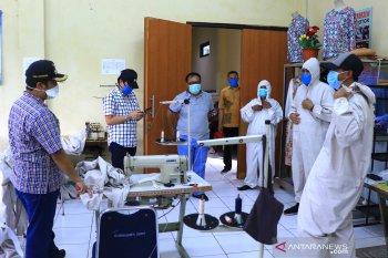 UPT BLK Cibodas Tangerang produksi Baju Hazmat