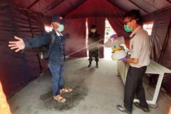 Pemeriksaan kesehatan di Pintu kedatangan PLBN Entikong