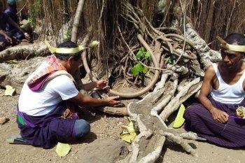 "Kearifan lokal warga Witihama punya ritual ""tolak bala"" cegah COVID-19"