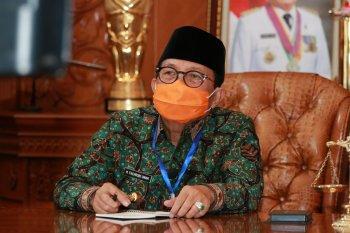 Gubernur minta warga patuhi pemerintah, gunakan masker saat keluar rumah