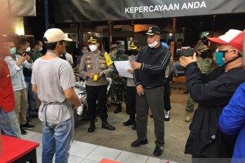 Cegah COVID-19, Pemkot Bekasi lakukan patroli gabungan bubarkan kerumunan