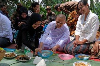 Makan bersama, tradisi Nyadran