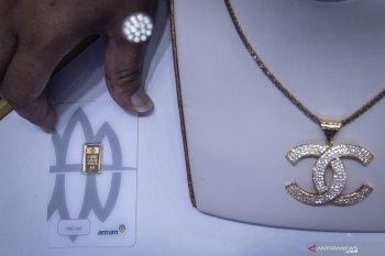 Emas Antam naik Rp5.000 jadi Rp913.000 per gram